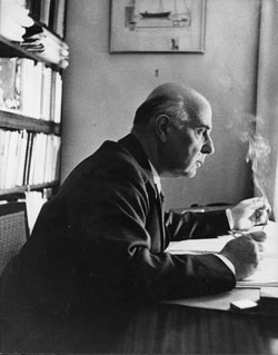 Seferis_at_desk_1957_F105.jpg
